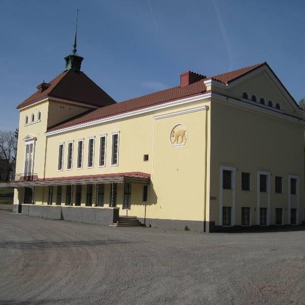 Ilveslinna, UPM Oyj:n juhlatalo Jämsäntie 4, Jämsä. Peruskorjauskohde, jossa historiallisen 1930-luvulla rakennetun juhlatalon julkisivu korjauttiin sekä sisätiloja muuttettiin kokous- ja harrastetiloiksi.