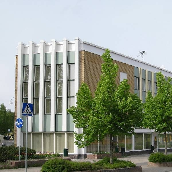 Jämsän kaupunki, Jämsänkosken virastotalo Kenraalintie 12 Jämsä. Peruskorjauskohde, jossa kaupungintalo peruskorjattiin liike- ja virastotalokäyttöön.